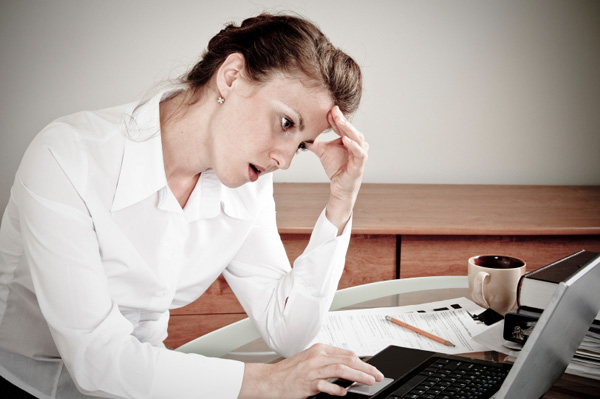 anxious-woman-at-work
